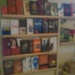Anahata könyvespolc